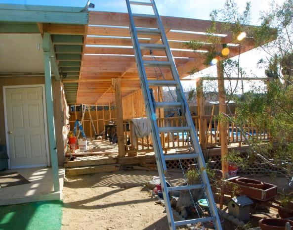 The roof edging is in place. The door is the door to our existing Growroom.